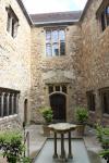 Innenhof im alten Teil des Leeds Castle