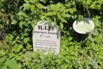Kleiner Grabstein für Bertie's Otter