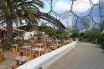 Im Inneren des Gewächshauses für subtropisch-trockene und mediterrane Klimazonen. Natürlich gibt es dort auch ein Restaurant mit italienischen Speisen.