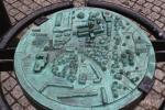 Kupfernes Übersichtsmodell der Anlage und Gebäude rund um die Kathedrale von Glasgow, oft auch St. Mungo's Cathedral genannt