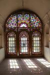 Yazd Water Museum: Colorful window.