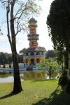Ho Withun Thasana, der Aussichtsturm, im Park des Sommerpalasts Bang Pa-In bei Ayutthaya