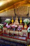 Small shrine in front of the Reclining Buddha of Wat Pho